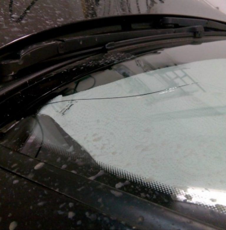 один картинки трещина на лобовом стекле связи